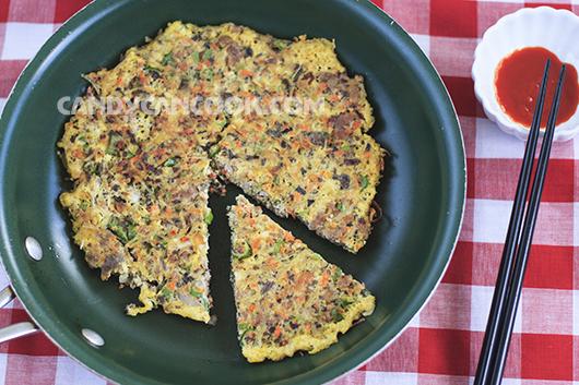 Cắt trứng đúc thịt trình bày nhìn như Pizza thơm ngon