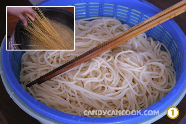 luộc mì spaghetti