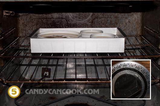 Hấp bánh ở trong lò khoảng 30 - 45 phút ở nhiệt độ khoảng 300độ F (150 độ C)
