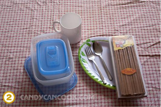 Bát, đĩa, cốc, thìa, đũa etc. - Làm sao có thể không mang :P