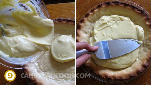 Đổ nhân bánh vào đế bánh