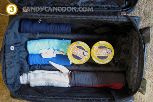 Nguyên tắc xếp đồ to vào trước rồi xếp đồ nhỏ, quần áo vào sau