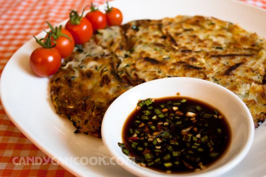 Món nước chấm đơn giản nhưng tạo nên mùi vị ấn tượng của món bánh zucchini pancake