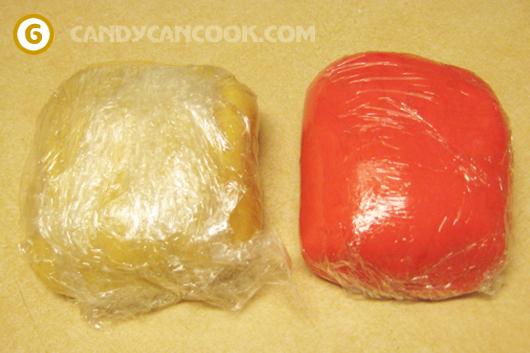 Bọc hai loại bột riêng rồi cho vào tủ lạnh