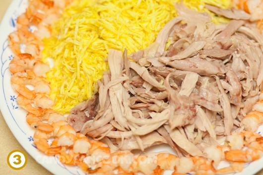 Chuẩn bị gà, tôm và trứng tráng mỏng