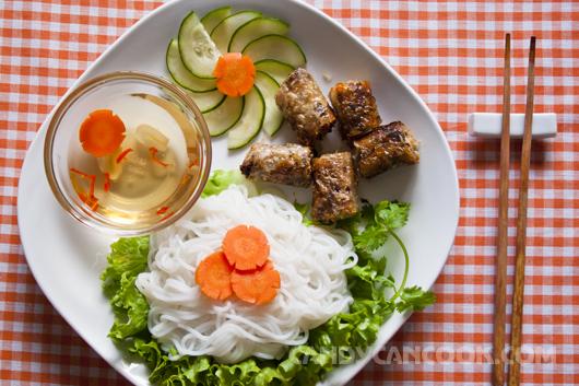 Mời cả nhà món Bún nem (chả giò) nếu phải ăn một cái Tết xa quê