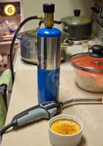 Ngọn lửa thần - Gas torch để làm cho creme brulee ngon hơn đây