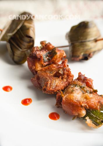 Lá dứa quện với gà chín mềm tạo nên một nét đặc sác của Gà cuốn lá dứa