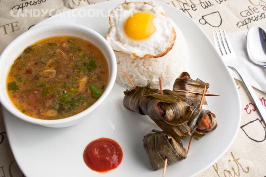 Phần cơm SV hồi ở Thái với món Gà cuốn lá dứa