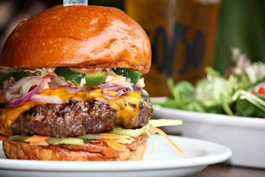 Bánh burger thịt bison (buffalo burger) - bang Wyoming