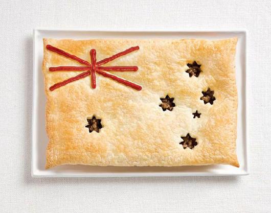 Cờ Úc làm từ món meat pie và sốt
