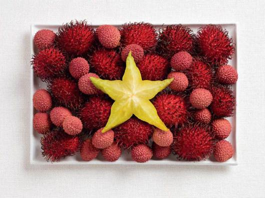 Cờ Việt Nam thân yêu và các loại quả hấp dẫn