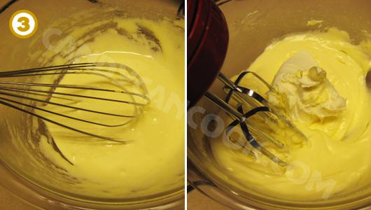 Đánh đường và lòng đỏ trứng rồi đánh cùng phô mai mascarpone