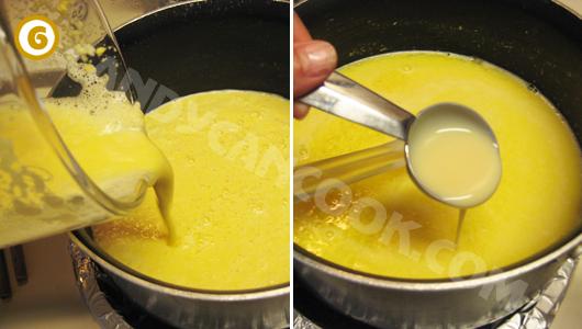 Cho lên bếp đun hỗn hợp ngô và nêm sữa đặc