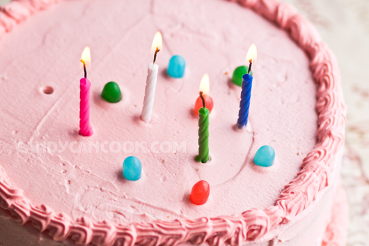 Bánh sinh nhật đơn giản nhất nhưng ngon nhất vì do chính tay bạn làm mà :X