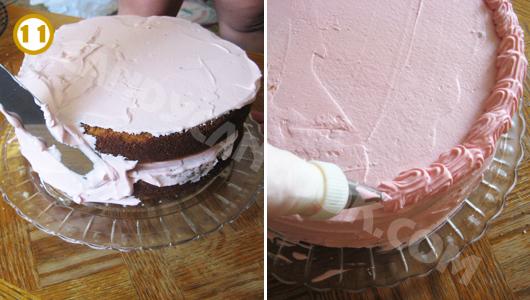 Quết kem ở hông bánh cho đều rồi dùng đầu trang trí cho bánh