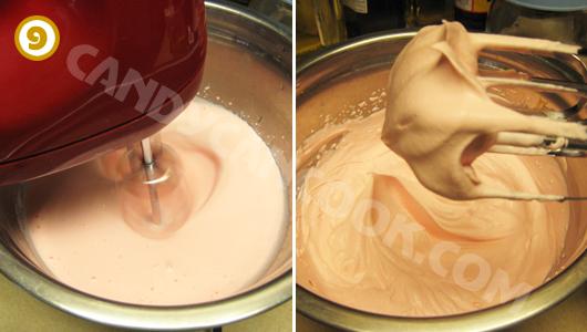 Đánh kem tươi để trang trí bánh