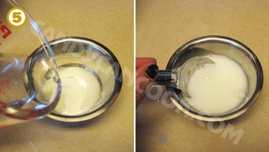Pha bốt sắn/bột ngô với nước lạnh