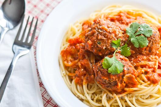 Hấp dẫn mỳ Ý thịt viên - Spaghetti and meatballs