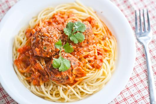 Chúc cả nhà ngon miếng với mỳ Ý thịt viên (Spaghetti and Meatballs)