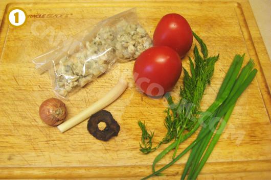 Chuẩn bị sẵn các nguyên liệu chính để nấu canh hến chua