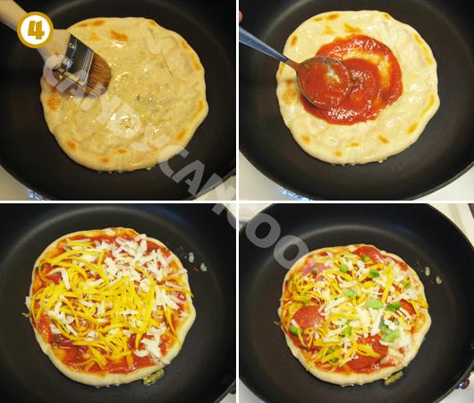 Bôi một lớp dầu ăn, sốt cà chua và xếp các nguyên liệu topping