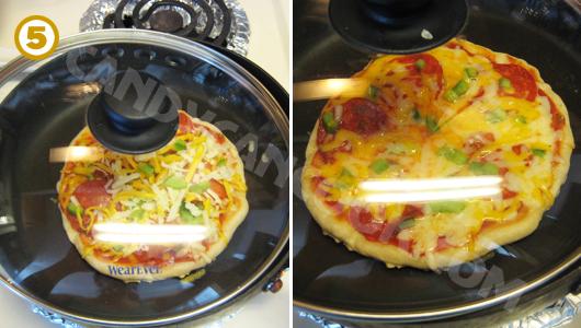 Đậy vung chảo lại và tiếp tục nấu cho tới khi phô mai (cheese) tan chảy