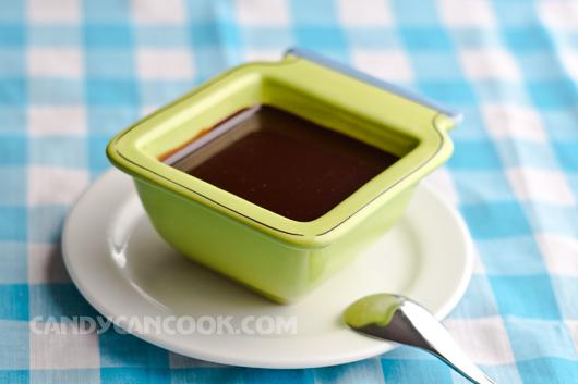 Sốt sô-cô-la (chocolate sauce) cho mọi thứ :)