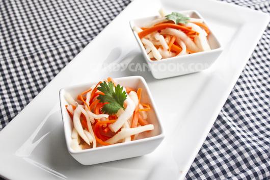 Đồ chua (củ cải muối sổi) miễn chê :D