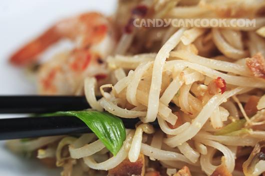 Sợi mỳ thấm tất cả những mùi vị tinh túy nhất của sốt Pad Thai