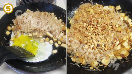 Cho trứng, lạc và ớt khô vào xào cùng
