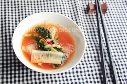 Kim chi củ cải non hấp dẫn mát lạnh