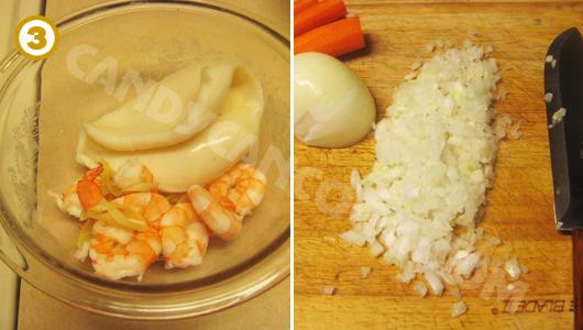Chờ tôm và mực nguội và chuẩn bị hành tây, cà rốt