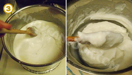 Đun bột cho đến khi bột đặc lại rồi chuẩn bị gói bánh