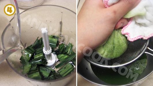 Xay lá dứa (panda leaf) và spinach và lọc lấy nước màu xanh