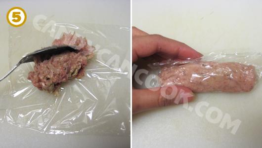 Múc khoảng 1 Tablespoon thịt cho mỗi cái nem rồi gói lại