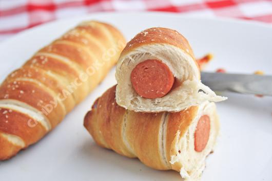 Bánh mỳ xúc xích - Pretzel dogs cho bữa sáng tiện lợi