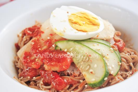 Nghiêng ngả với món Bibim-naengmyeon (Mỳ lạnh Hàn Quốc)