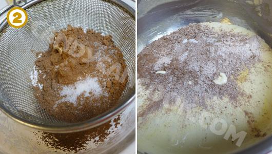 Trộn nguyên liệu khô đã rây qua đồ lọc vào hỗn hợp lòng đỏ