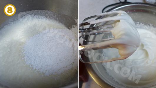 Đánh kem tươi với đường bột cho tới khi kem đông cứng