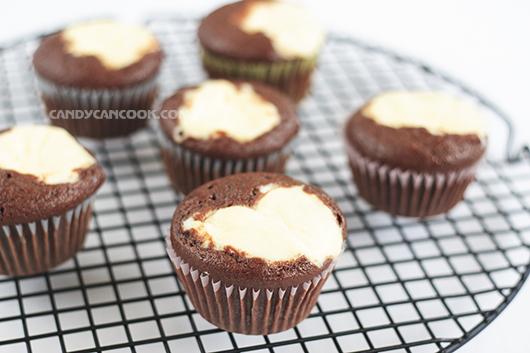 """Black bottom cupcakes """"healthy"""" nhưng cực dễ gây nghiện :D"""