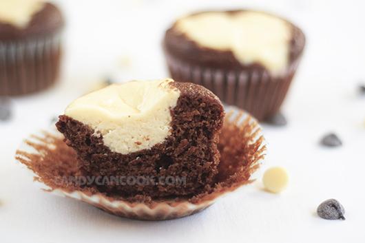 Cupcakes sô-cô-la và cream cheese làm mê mẩn lòng người :X