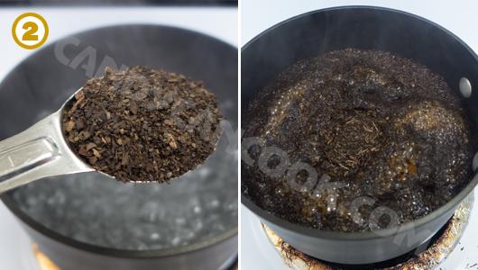 Đun sôi nước rồi cho bột trà Thái vào