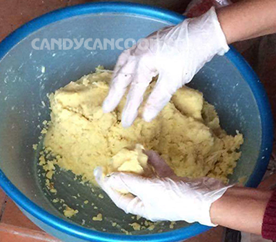 Sơ chế đậu xanh để làm nhân bánh gai