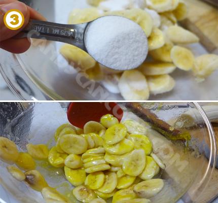Trộn chuối với đường và màu vàng