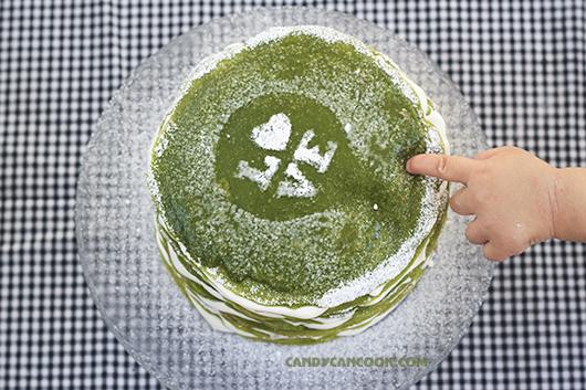 Tình yêu đong đầy được thể hiện qua sự kiên nhẫn khi làm bánh Crepe ngàn lớp matcha - Matcha Mille crepe